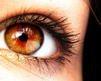 Warna Mata Amber