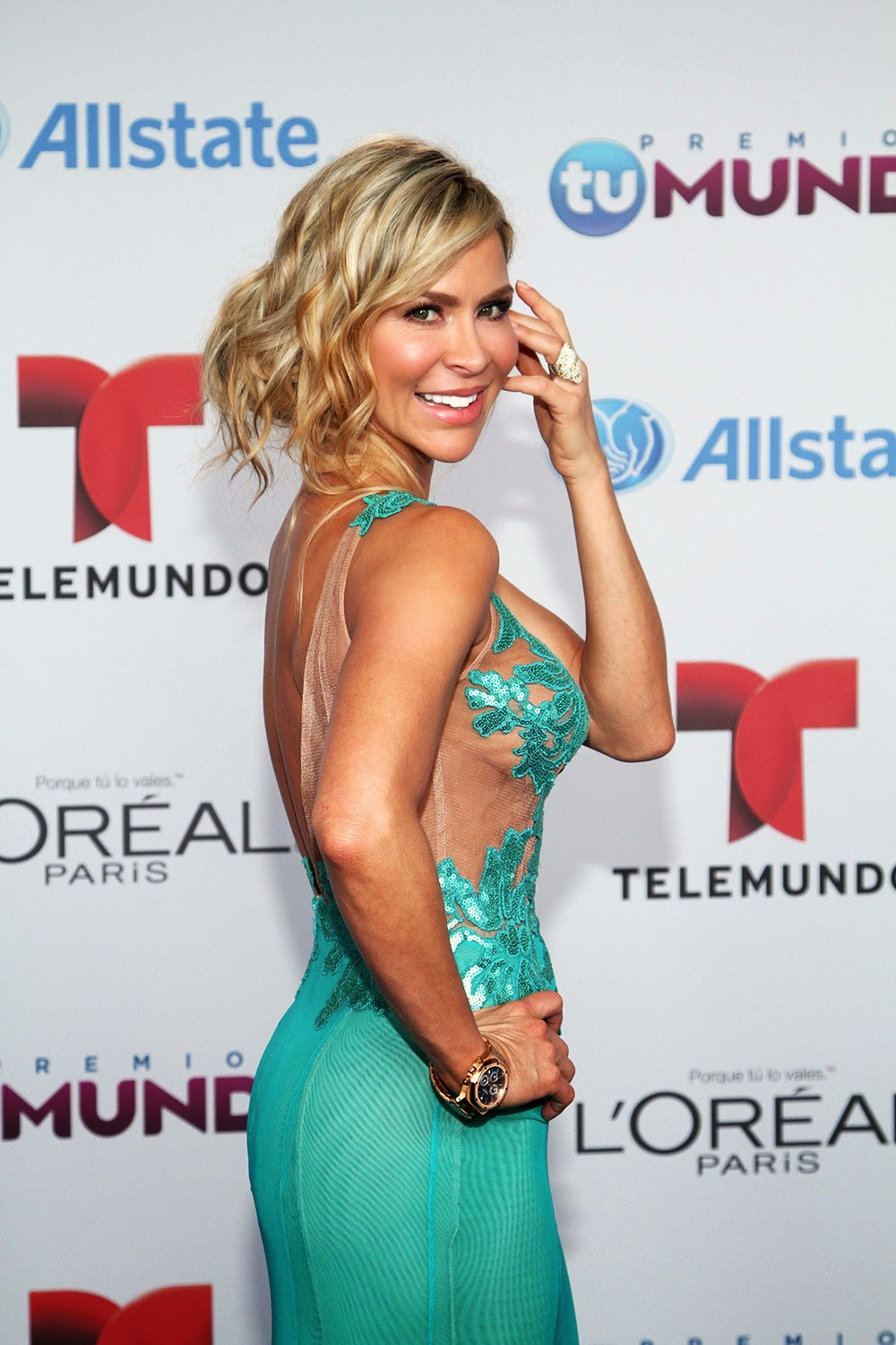 Telemundo's Premios Tu Mundo 2014: Blue carpet photos