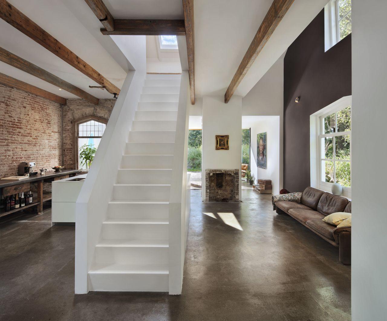 http://2.bp.blogspot.com/-OJmNZgYBxHc/UPWRQG6-cLI/AAAAAAAAT2s/4tR7YQKFNCs/s1600/10-rail-house-santpoort-by-zecc-architecten.jpg