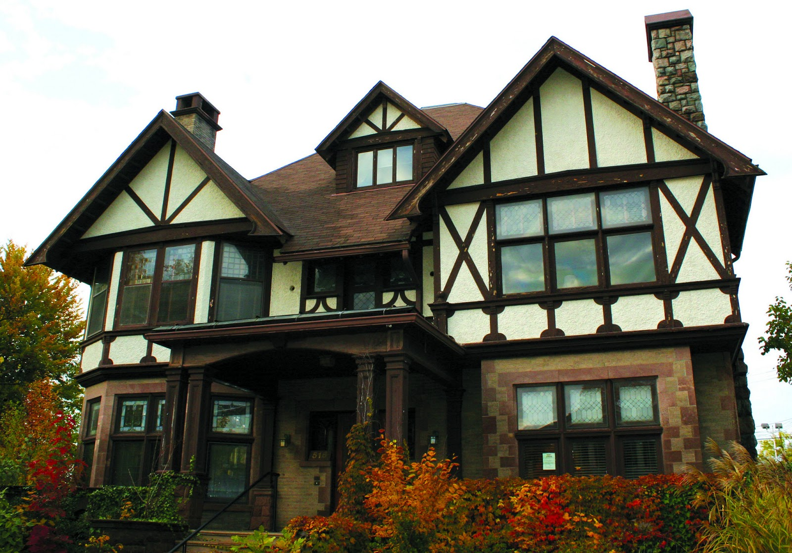 Haley 39 s interior design blog housing styles for Tudor colonial style home