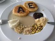 Büyük resturanta ilk kahvaltı. Aslında Adam& Eve değil. Ahmet&Elif (dscn )