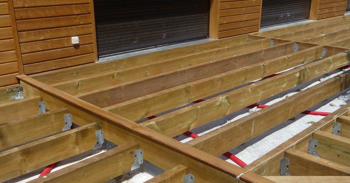 Construction d 39 une terrasse en bois pose des lames de bois - Construction d une terrasse ...