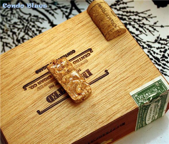 Condo blues diy cigar box and wine cork storage box for Cardboard cigar box crafts