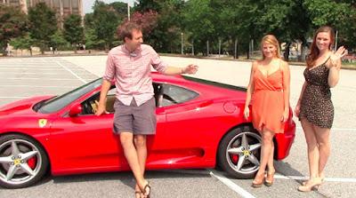 Πώς αντιδρούν οι άνδρες στη θέα δυο γυναικών με Ferrari;