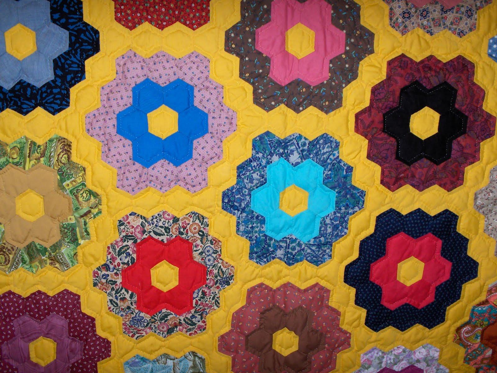 Grandmother 39 s flower garden for Grandmother flower garden quilt pattern variations
