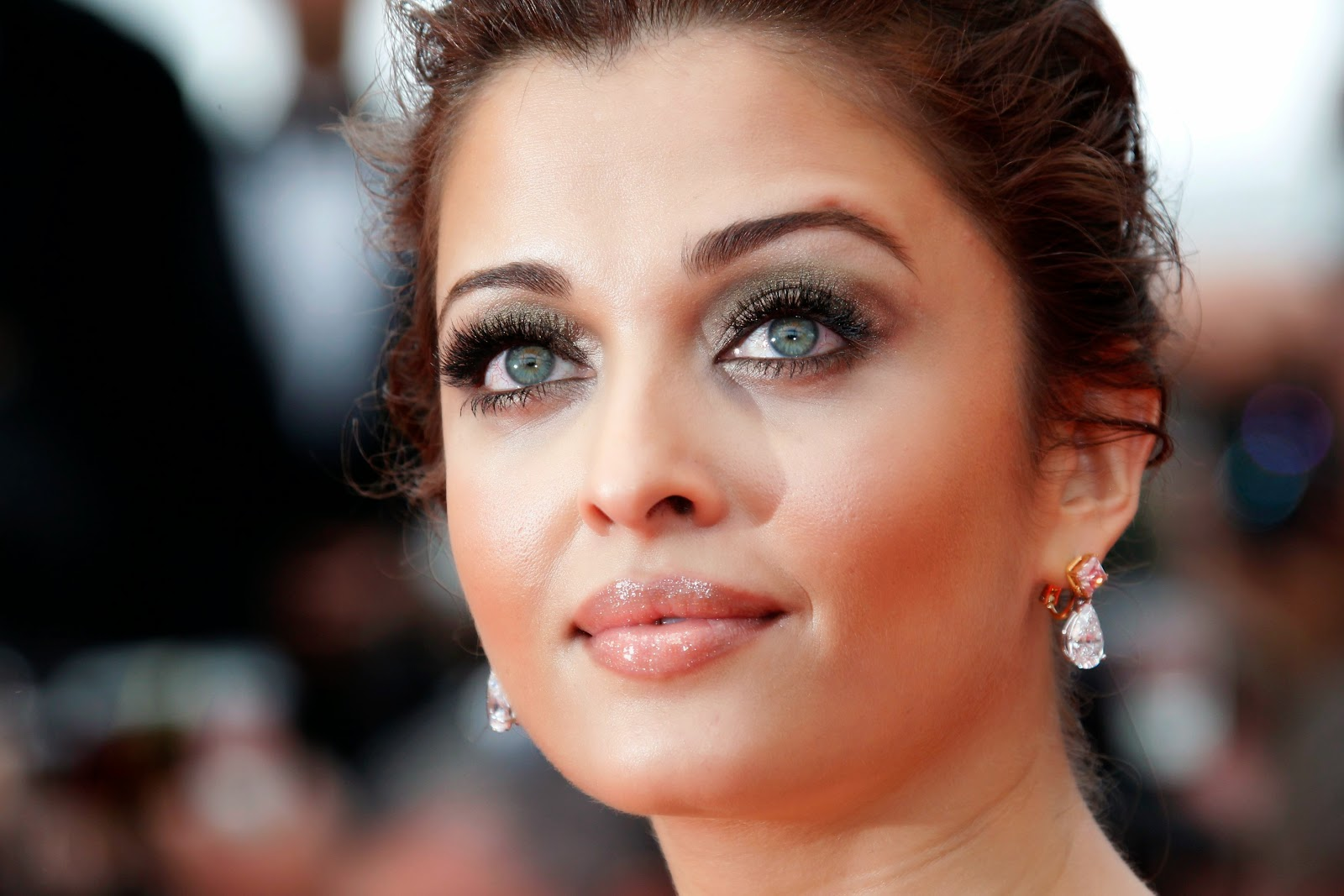 Aishwarya Rai HQ Pictures – 64th Annual Cannes Film Festival – Opening Ceremony
