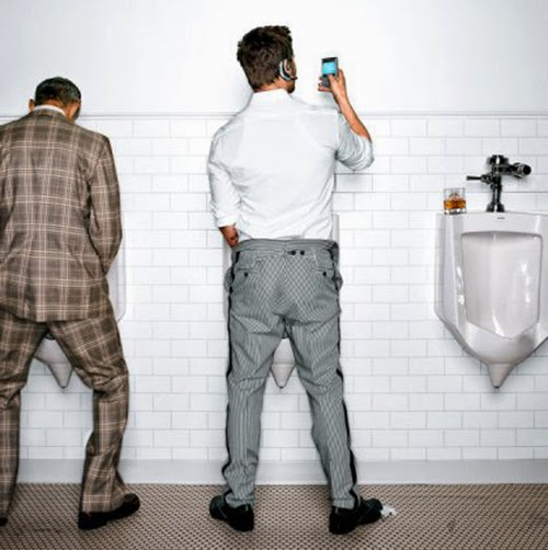 Somos adictos al móvil y éste invade todos nuestros espacios