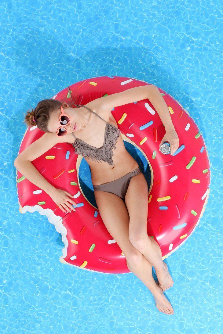 Flotadores_de_moda_para_la_piscina_y_la_playa_The_Pink_Graff_02