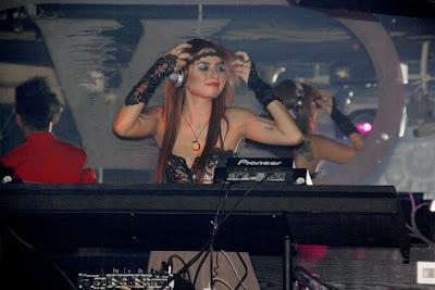 DJ Verny Performance di Dunia Malam