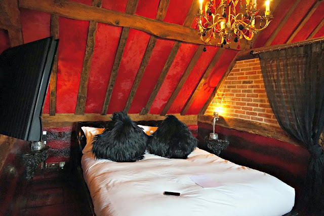 Suite 6 Bedroom, Crazy Bear Beaconsfield
