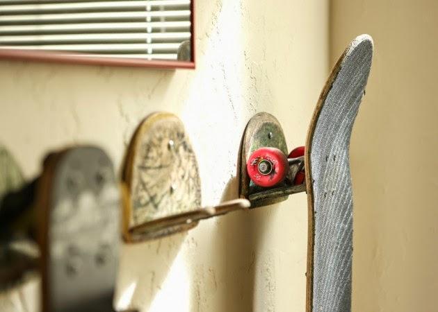 علاق مصنوع من لوح التزلج