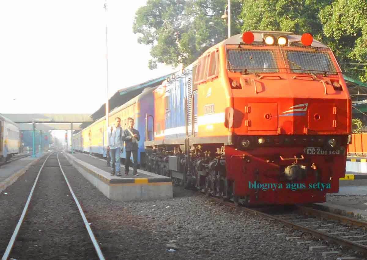 gambar lokomotif CC201 83 48