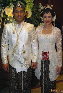 kebaya pengantin artis Dian Sastrowardoyo
