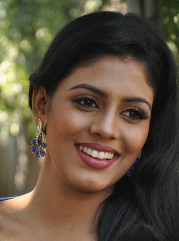 Vaagai Sooda Vaa Actress Iniya Photos