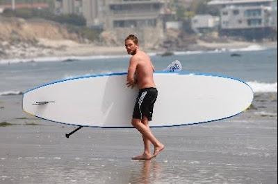 1 Abril - Nuevas fotos de Rob en Malibu!!!! (30 de Marzo) PREVIEW6