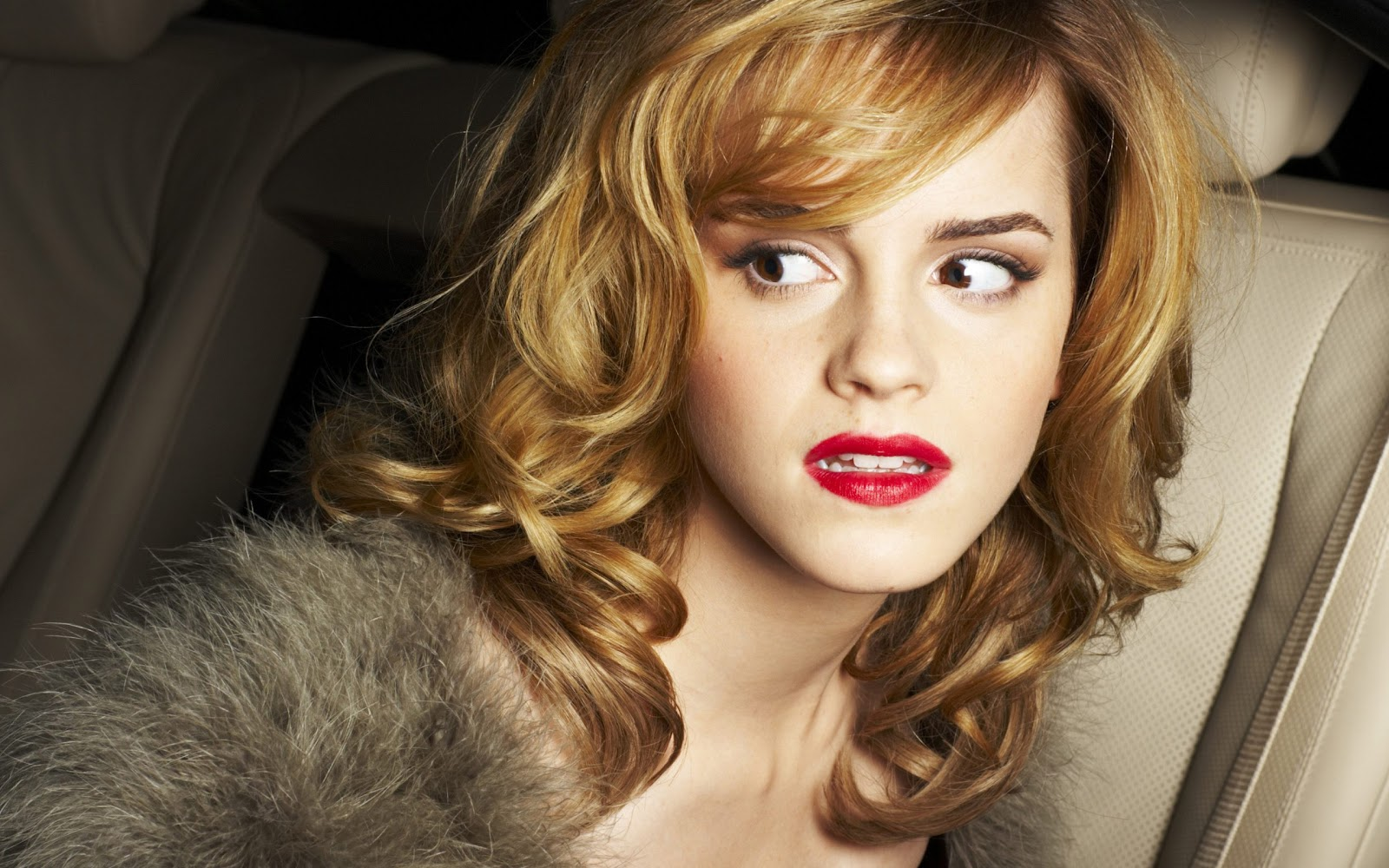 http://2.bp.blogspot.com/-OLdikQ5a4PY/TvhULL5KwfI/AAAAAAAAFmk/iqRyvUGUJuY/s1600/Emma+Watson+%25282560x1600%2529.jpg