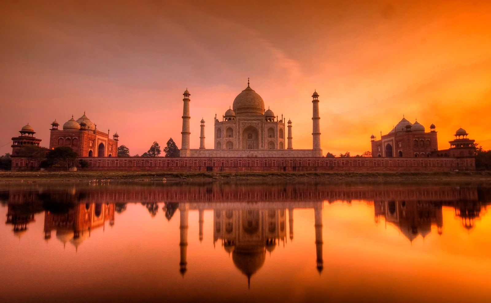 interesting tourism places in india India is the world's seventh-largest country stretching from the high mountains of the himalayas to the tropical greenery of kerala, and from the sacred ganges to the sands of the thar desert.