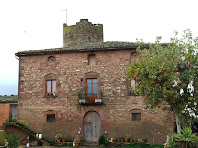 Façana principal de la masia La Torre