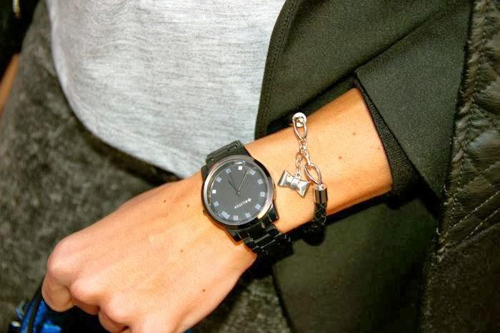 reloj. pulsera, brazo,