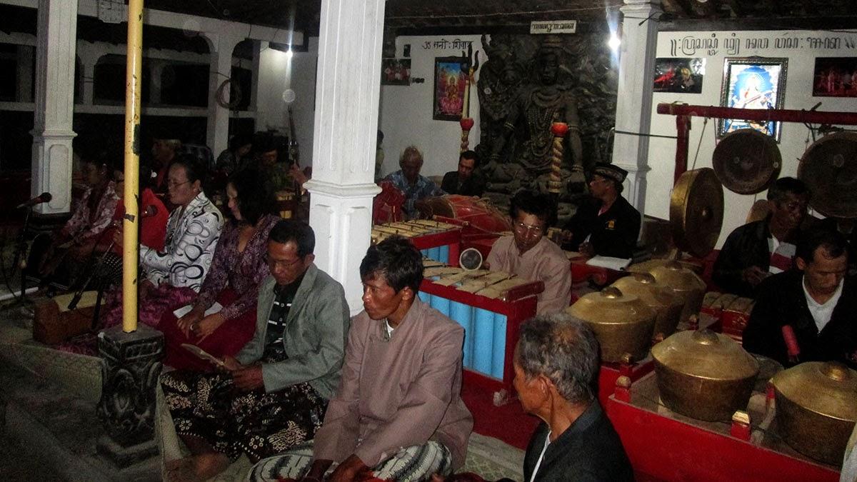 Pura Bhuana Puja Bhuana Puja Perayaan Malem Suro Dengan Klonengan