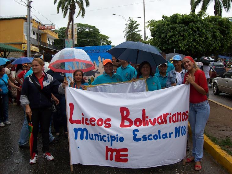 Coord. Municipal de Liceos Bolivariano preparándose para el desfile