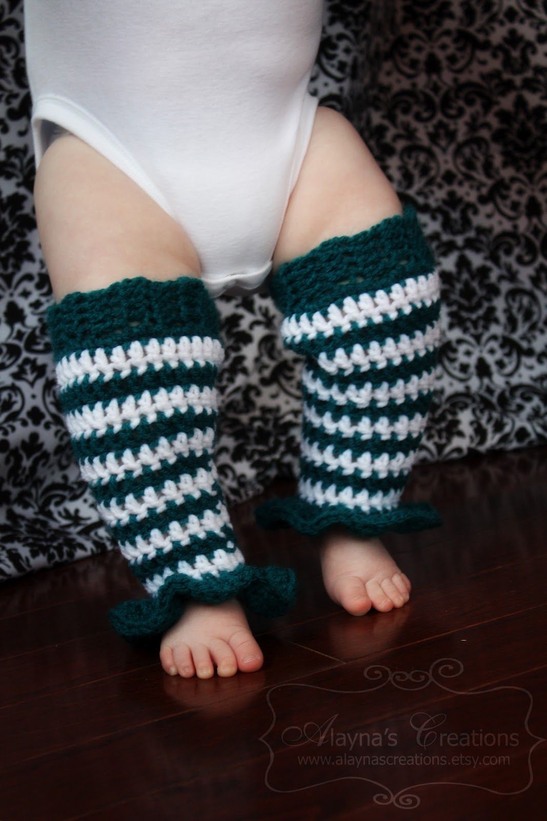 Free Crochet Pattern Leg Warmers Child : Alaynas Creations: My First Crochet Pattern! Ruffled Baby ...