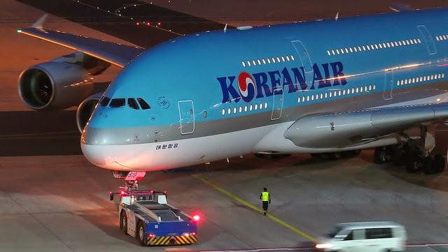 """Korean Air Executive Delays Flight Over """"Nut Rage"""""""
