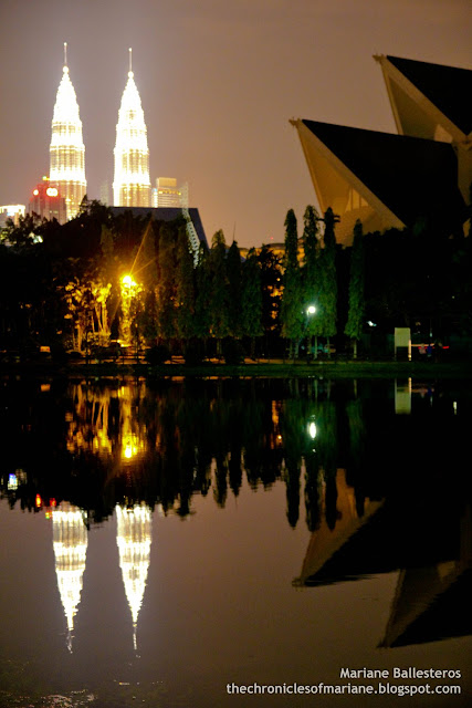 Petronas Twin Towers lake titiwangsa