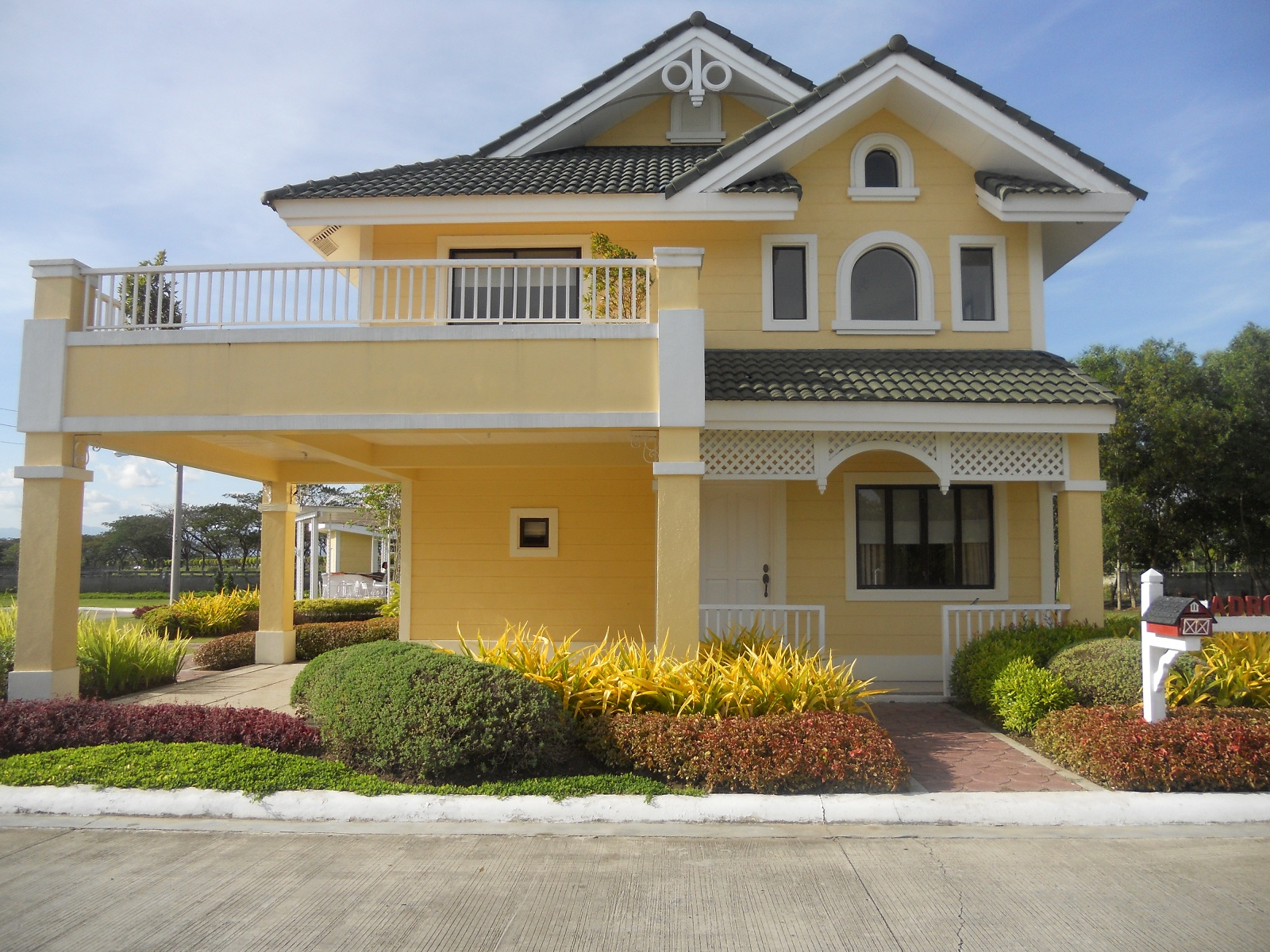 Lladro model house of savannah crest iloilo by camella for Latest model house design