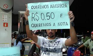 Confira fotos da manifestação realizada por consumidores delmirenses reivindicando o preço abusivo dos combustíveis