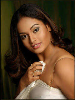 Suja Varunee in Silky White Dress Spicy Pics