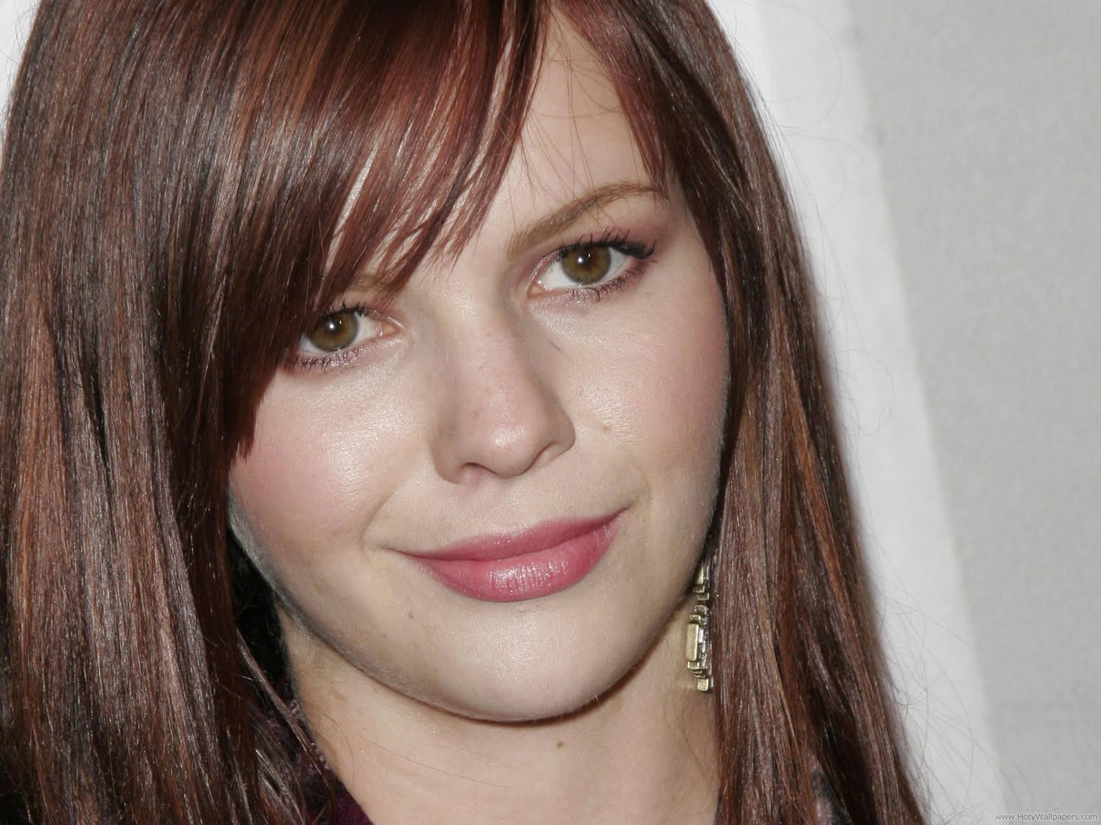 http://2.bp.blogspot.com/-OMpd_LLuaoE/Tvx93v6d5gI/AAAAAAAABnw/dtg5b58BuXE/s1600/hollywood_actress_amber_tamblyn_wide_wallpaper-1440x1280-06.jpg