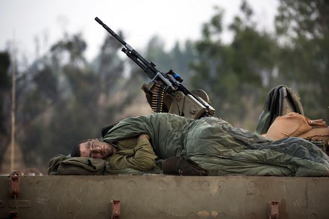 الحرب على غزة Gaza+Under+Fire+%2818%29