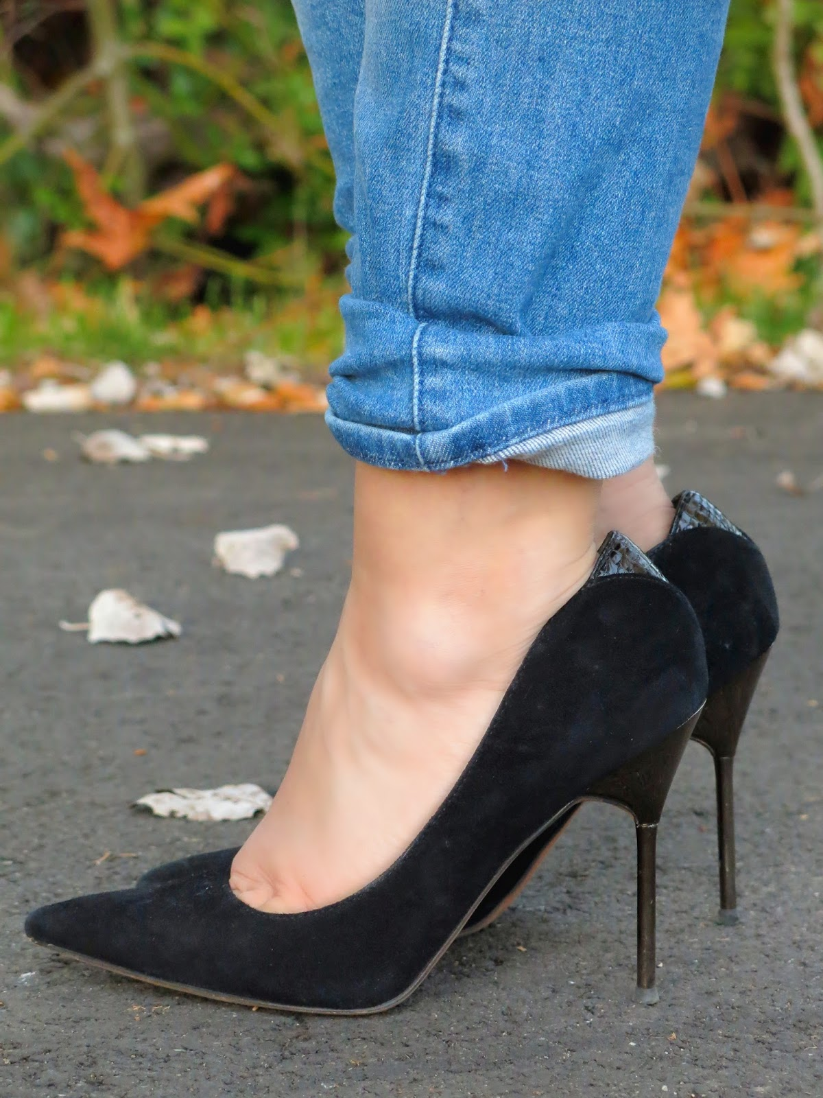 boyfriend jeans and Sam Edelman pumps
