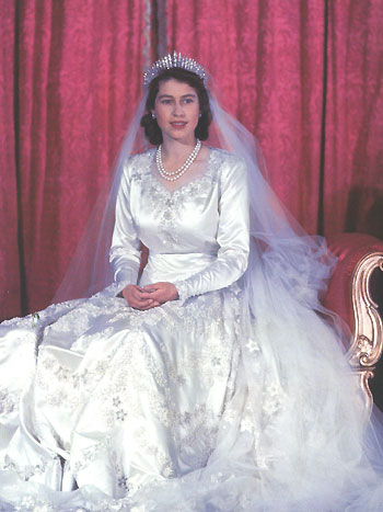 Queen Elizabeth Really Looks Pretty With Her Wedding Dress Although It Is Old But His Face And Eyes Fixed Always Radiate The Beauty That