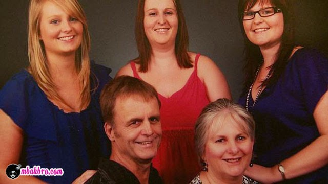 Kathy Lawton bersama keluarga