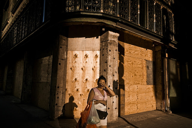 Woman at corner of 5th & Broadway,(C)2012 Glenn Primm Photography
