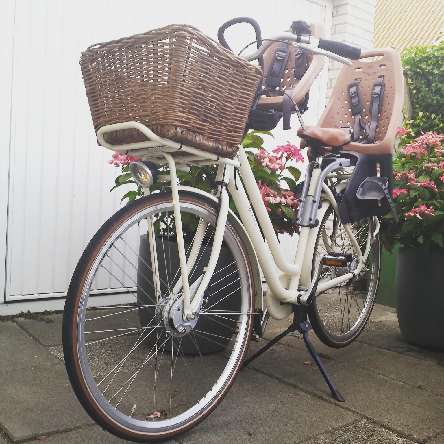 mama fiets ondeugende spruit