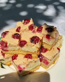 Meggyes-túrós diós süti