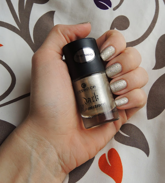 Essence Gothic Gold