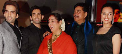 Sonakshi Sinha mother in red saree with her daughter, son and husband Shatrughan sinha