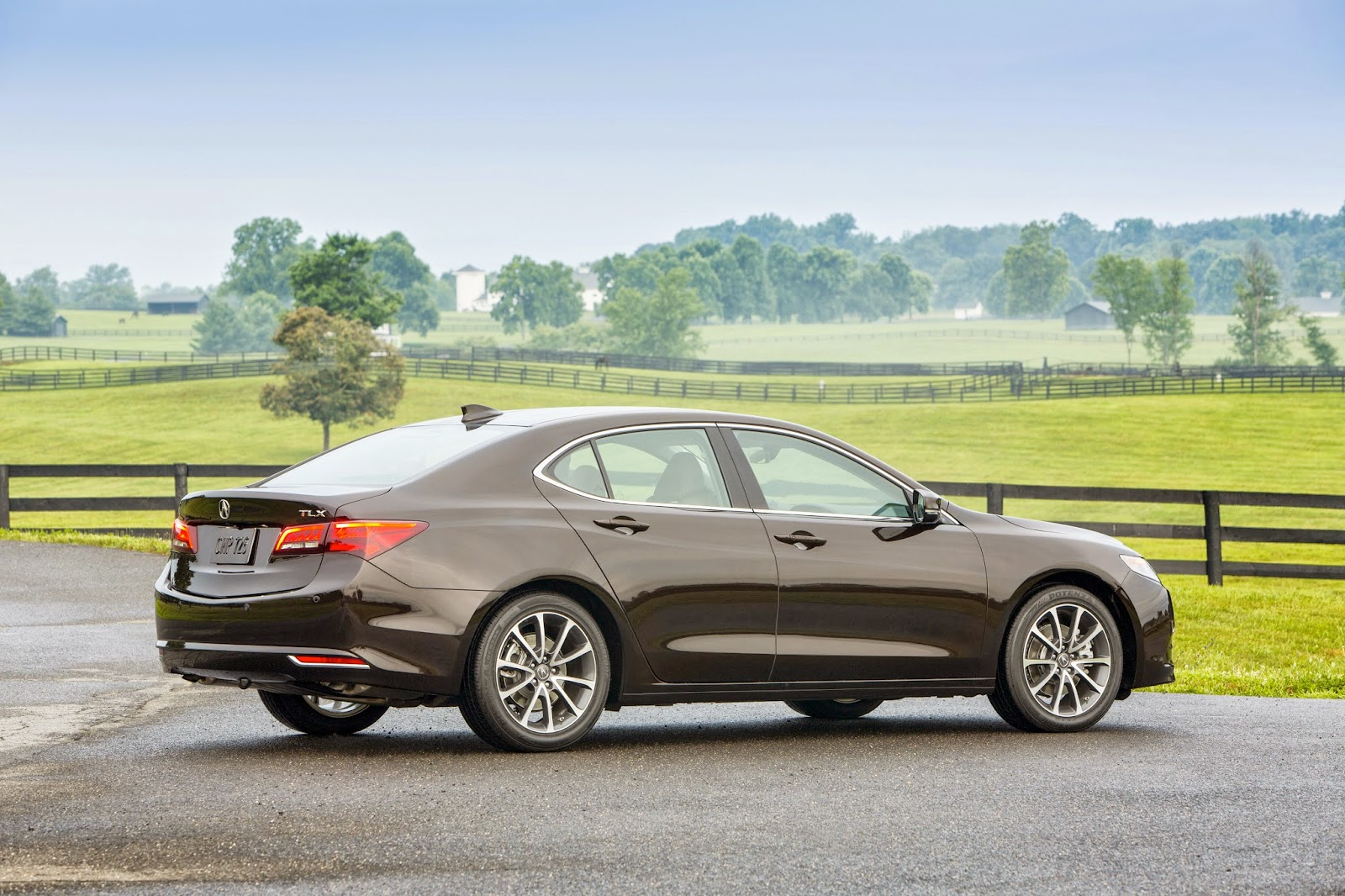 Rear 3/4 view of 2015 Acura TLX