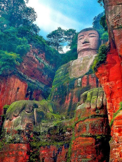 THE LESHAN GIANT BUDDHA, CHINA