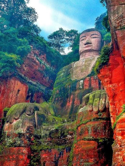 THE LESHAN GIANT BUDDHA, CHINA