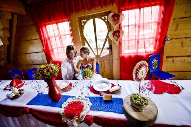 Aranżacja stołu weselnego w stylu folk