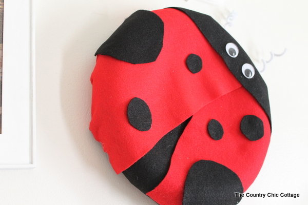 A lady bug shaped wreath would be a fun addition to a kids room or your front door for the summer!