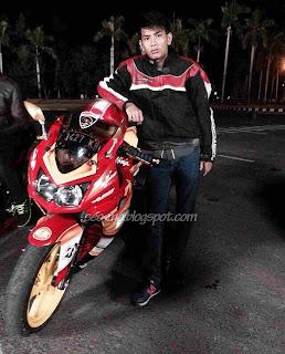 Foto Angga Putra Sebagai Iyan dengan Motornya