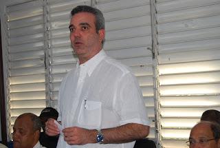 Luis Abinader encabeza encuentro con perredeístas SDE