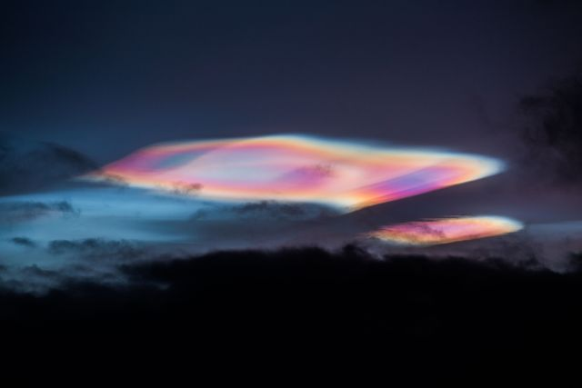 Rare colorful 'cloudships' appear above the Arctic Circle Ufo%2Bcloudships%2Barctic