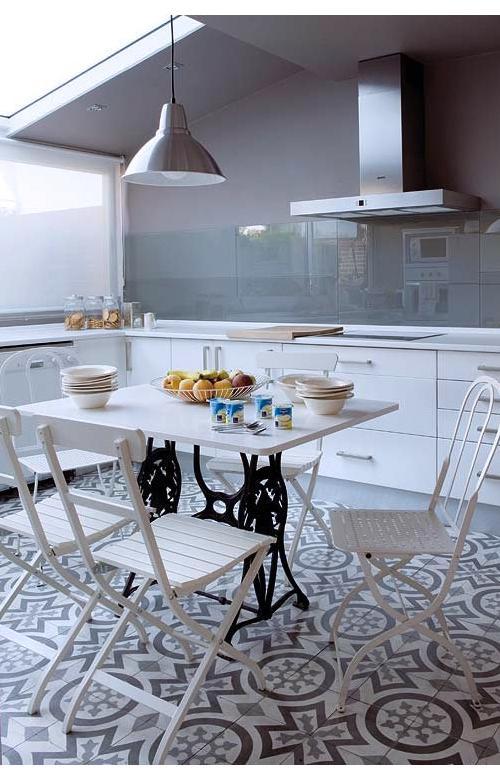 Mesas de comedor y desayunadores hechos con bases de for Casa muebles singer villavicencio